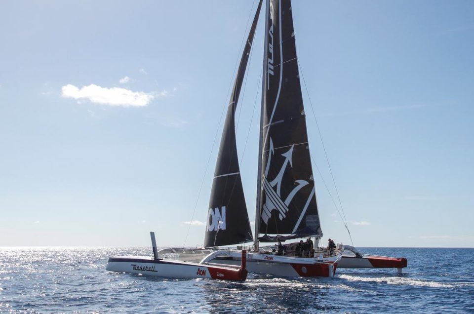 The duel between Maserati Multi 70 and PowerPlay continues 24 after the start